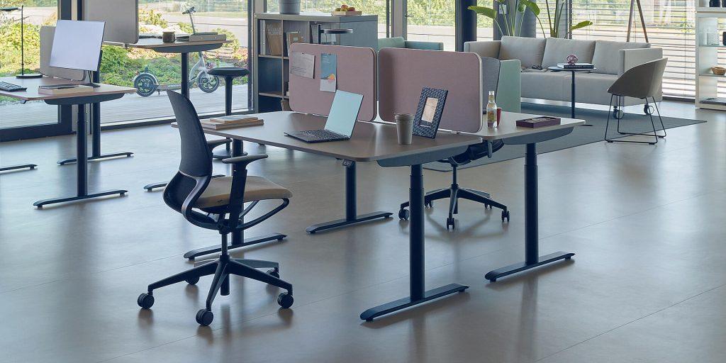 Sedus se:lab e-desk -työpöytä toimistoympäristössä