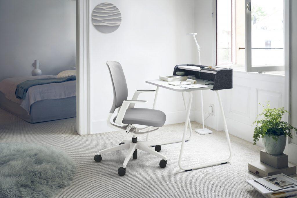 Sedus Secretair home työpöytä ja Sedus Se:motion net työtuoli kotitoimiston sisustuksessa
