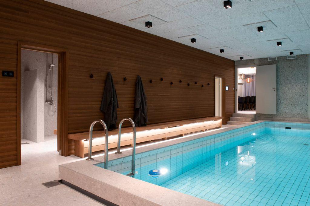 Tila Lounge & Showroom, saunaosasto uima-altaalla